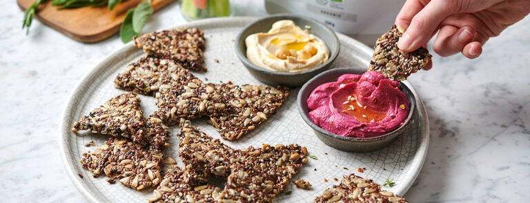 Low-carb crackers met hummus